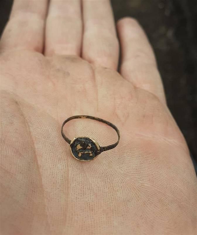 Prsten z první poloviny 14.století.