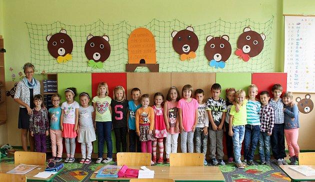 Na fotografii jsou žáci ze ZŠ Husova vNáměšti nad Oslavou, třída 1.Apaní učitelky Ivy Klímové