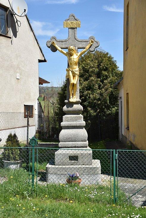 Kříž na návsi v Přbyslavicích