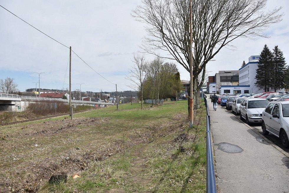 Ve druhé polovině roku začne výstavba záchytného parkoviště v Hrotovické ulici u PBS. Kromě 160 nových parkovacích stání zde bude vybudovaná také cvičná plocha pro autoškoly.