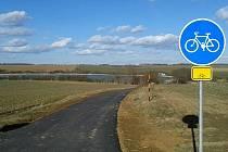 První úsek nové cyklostezky od rybníka Bezděkov do Dalešic v délce 1,7 kilometru je hotový.