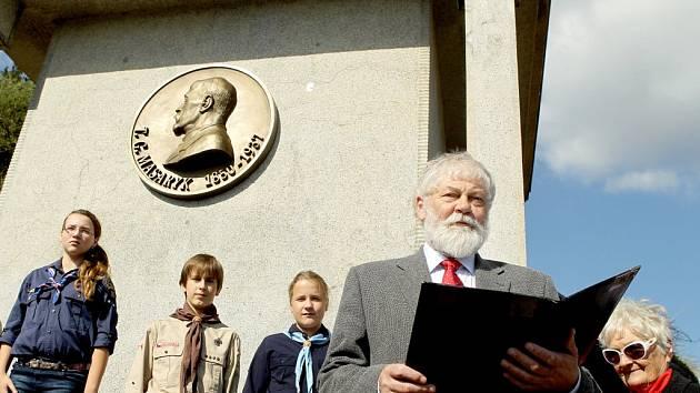 Medailon s portrétem prezidenta Tomáše Garrigue Masaryka je po třiašedesáti letech zpět na svém místě na Masarykově vyhlídce v Třebíči.
