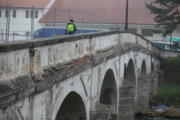 Rekonstrukce Kamenného mostu přes řeku Oslavu vNáměšti nad Oslavou.