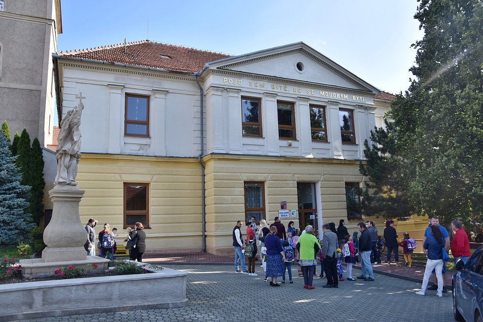 Základní škola v Mohelně, do této budovy chodí žáci prvního stupně