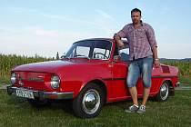 Marcel Vítek a jeho červená Škoda 100.