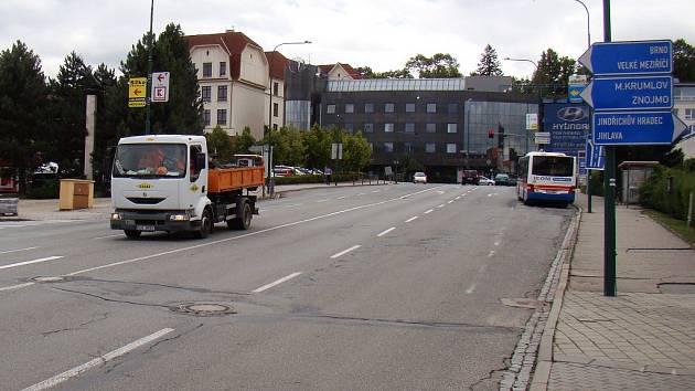 Od pondělí 8. srpna začne rekonstrukce Komenského náměstí, která bude znamenat úplnou uzavírku.