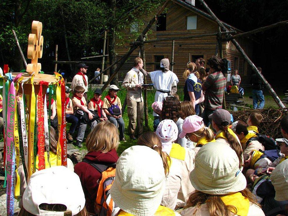 Krajské kolo závodu vlčat a světlušek se letos uskutečnilo v okolí tábořiště Ochoz u Dobroutova.