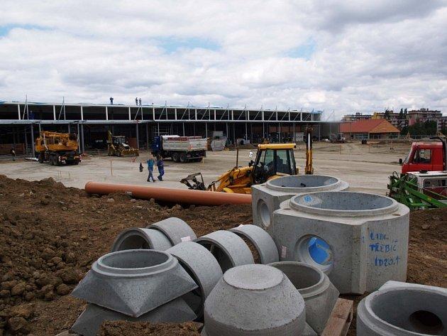 Nový Interspar se majiteli prodraží.