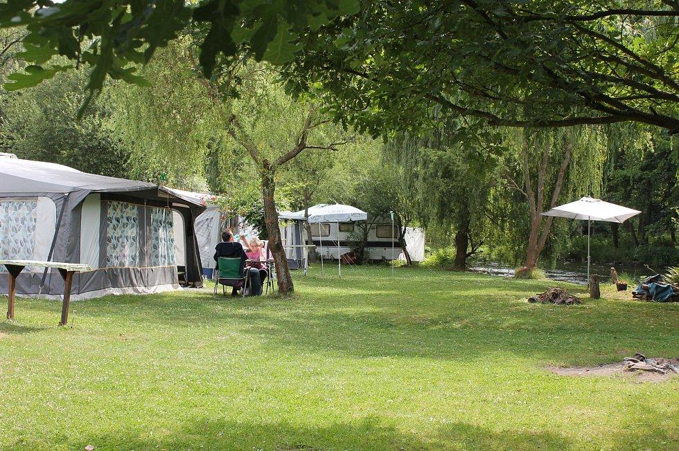 Veřejné tábořiště Fiola pod Mohelnem má své štamgasty. Jezdí sem třeba učitelé z Hodonína.