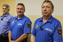Městští strážníci z Třebíče zleva Milan Veškrna, Milan Krul a Vlastislav Rousek chodí darovat krev už od svých vojenských let. Všichni tři mají zlatou medaili Prof. Jana Jánského za 40 bezpříspěvkových odběrů.