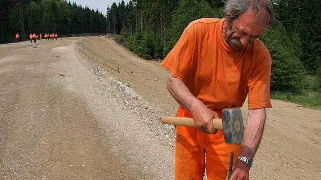 Stále není hotovo. Na silnice mezi Jihlavou a Přísekou stále nejsou práce u konce. Silnice měla přitom být otevřena loni v listopadu.