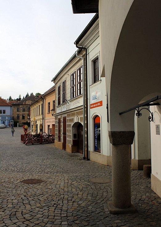 Turisté v židovské čtvrti v Třebíči.