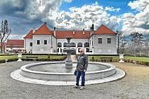 Zámek ve Valči a přilehlý park