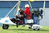 Přistávací plocha se hemžila ultralighty, přistálo tu i jedno dvoumístné motorové rogallo, pilotované Michalem Seifertem z Prahy.