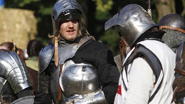 Cinkot mečů, výstřely i královna magie. Jemnickou bitvu viděli lidé už podesáté
