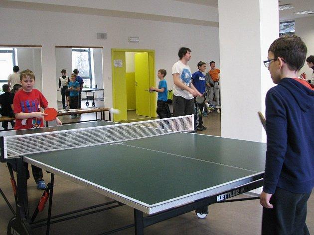 Turnaje ve stolním tenise v DDM Třebíč.