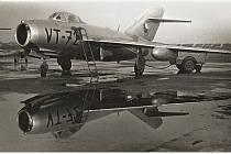 Z přistání prvních letounů na náměšťském vojenském letišti před 60 lety.