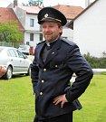 Farář Tomáš Holcner jako hasič.