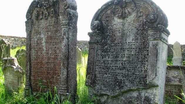 Hřbitov v Polici byl založen nejpozději ve století sedmnáctém.