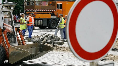 Uzavírka silnice k obci Příseka na trase mezi Třebíčí a Jihlavou skončila uzavírka. Práce však trvali déle než kraj předpokládal.