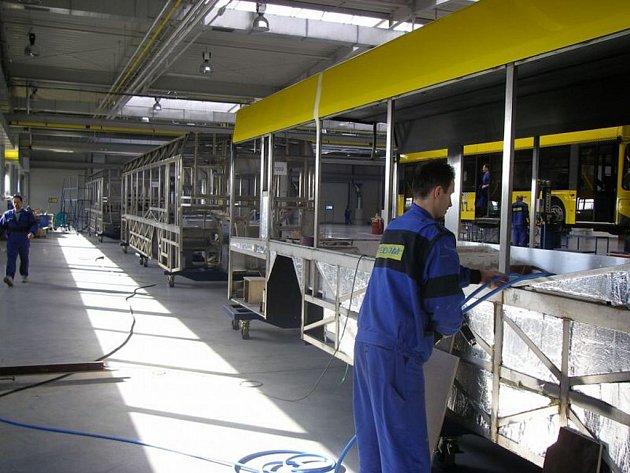 Firma Tedom otevřela nový závod na výrobu autobusů v Třebíči. Nyní chce vyrábět motory pro nákladní automobily Liaz.