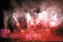 Mezinárodní hudební festival Petera Dvorského v Jaroměřicích nad Rokytnou v sobotu 15. srpna skončil. Ani v letošním roce nepřišlo publikum o závěrečnou ohnivou kompozici.
