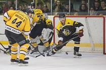 Hokejové superfinále mezi HC Moravské Budějovice 2005 a HC Baník Sokolov.