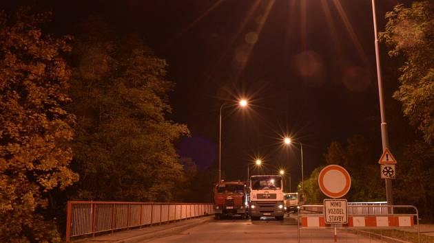 Most v ulici Marie Majerové prošel na podzim 2016 zátěžovou zkouškou.