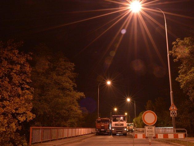 Most v ulici Marie Majerové prošel zátěžovou zkouškou.