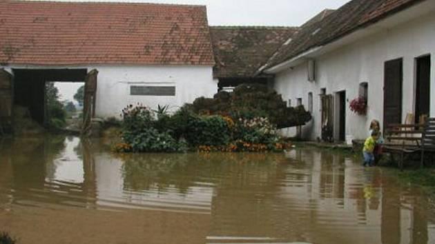 Celá Česká republika si právě v těchto dnech připomíná pět let od ničivých povodní.