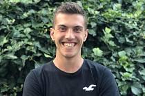 1. Jmenuji se Jaroslav Burian, je mi dvacet let a bydlím v malé vesničce Zárubice. Studuji v Brně na VUT Fakultu elektrotechniky a komunikačních technologií, obor Mikroelektronika a technologie. Foto: