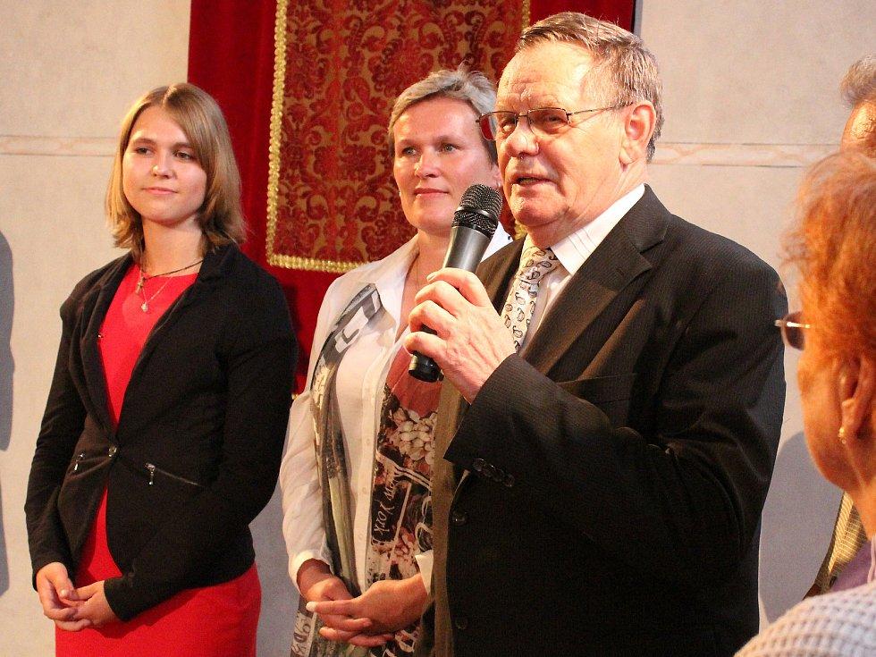Autorka knihy Aneta Chytková, archivářka Jitka Padrnosová a historik Rudolf Fišer.