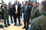 Premiér Andrej Babiš, ministr obrany Lubomír Metnar a náčelník Generálního štábu AČR Aleš Opata na vojenské letecké základně v Náměšti nad Oslavou.