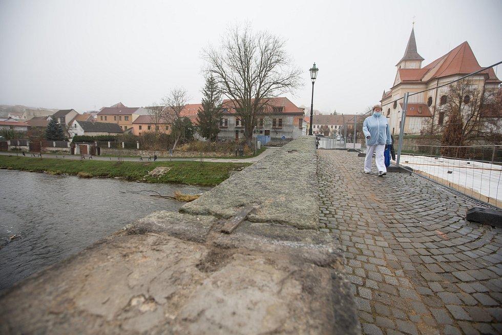 Rekonstrukce Kamenného mostu přes řeku Oslavu v Náměšti nad Oslavou.