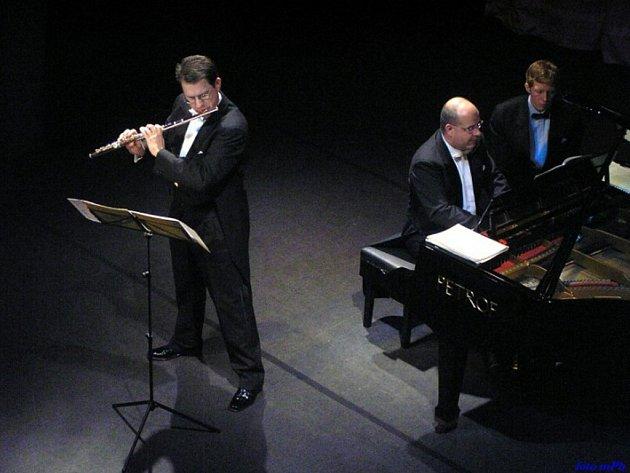 První koncert. Ten proběhne ve čtvrtek 7. února od 18 hodin a vystoupí na něm Luděk Šabaka (klavír) a Jan Ostrý (flétna).