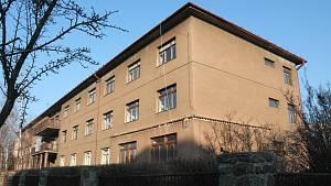 Areál, který nedávno uvolnila SPŠ Třebíč v Demlově a Zahradníčkově ulici.