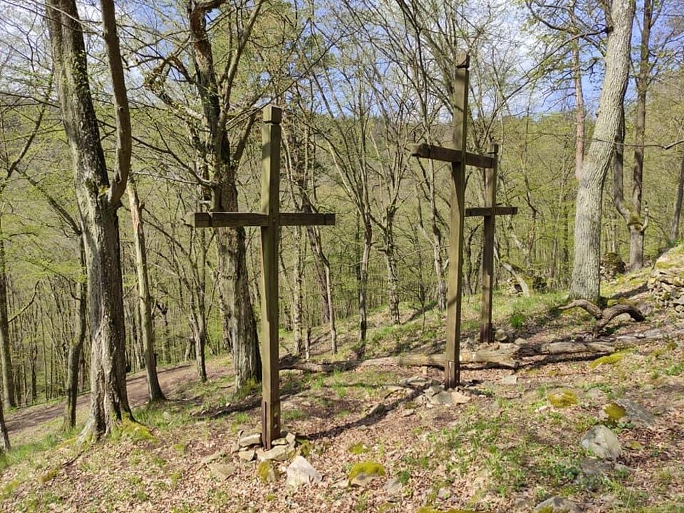 Kříž nad kaňonem Oslavy u Glorietu