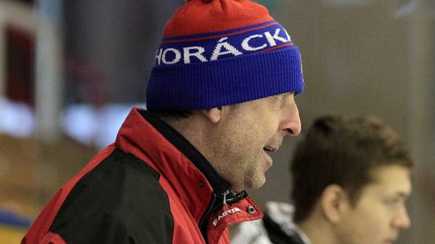 Trenér juniorů Horácké Slavie Roman Mejzlík musí po roce opět pracovat s menším počtem hráčů.