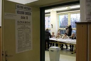 Volební okrsky 16 a 18 se v Třebíči nacházejí v prostorách průmyslovky v Demlově ulici.