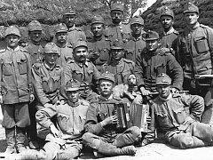 Kniha vedle dvaceti autentických příběhů z první světové války obsahuje i cenné historické fotografie z rodinných archivů.