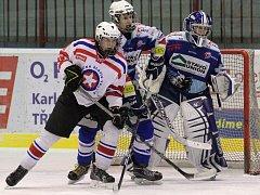 Starší dorostenci Horácké Slavie (v bílém) o víkendu odehráli pouze jeden zápas. Třebíčští mladíci měli duel s Jabloncem (na snímku) předehraný.