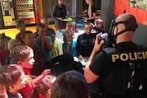 Děti strávily den v elektrárně, prohlédly si techniku dukovanských hasičů i vybavení speciální zásahové jednotky policie.