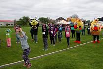 Druhý ročník charitativního běhu Happy run se uskutečnil v sobotu ve Valči. Foto: