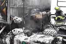 V Třebíčské ulici v Kralicích nad Oslavou hořel kamion.