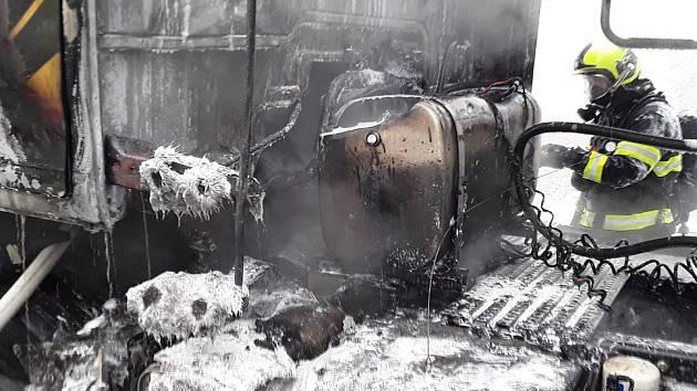 V Kralicích nad Oslavou hořel kamion. Nikdo se nezranil
