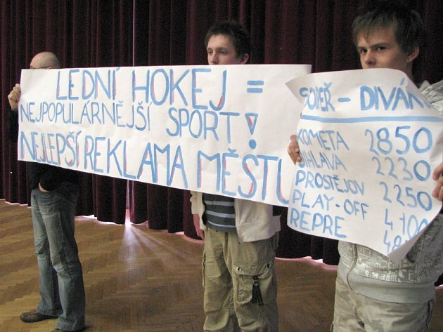 Fanoušci hokeje na čtvrtečním zasedání zastupitelstva v Třebíči