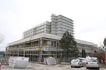 V Třebíči finišují práce na přestavbě původně nemocničního paneláku v Družstevní ulici na soukromé Alzheimer centrum.
