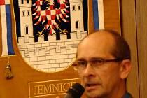 Starosta Jemnice Miloslav Nevěčný není proti doplnění městské kroniky. Klasický zápis v podobě statistik mu však přijde nadbytečný.