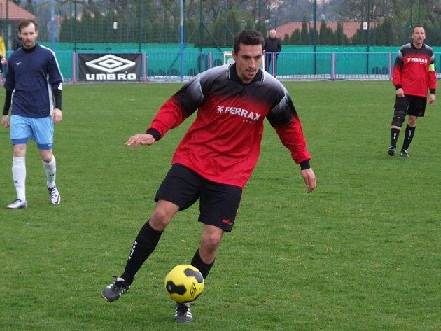Jediné okresní derby 19. kola I. A třídy mezi juniorkou HFK Třebíč a Kouty (u míče) gól nepřineslo.