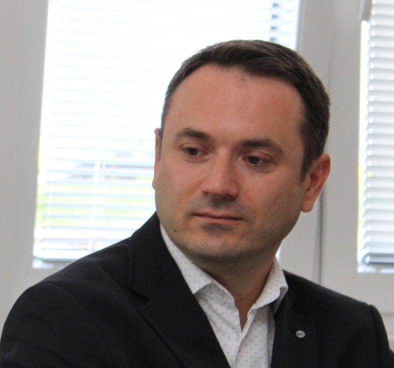 Personální ředitel pro ČR a SR Milacron Ladislav Běhal.